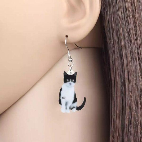 Ørering med hvidsort kat